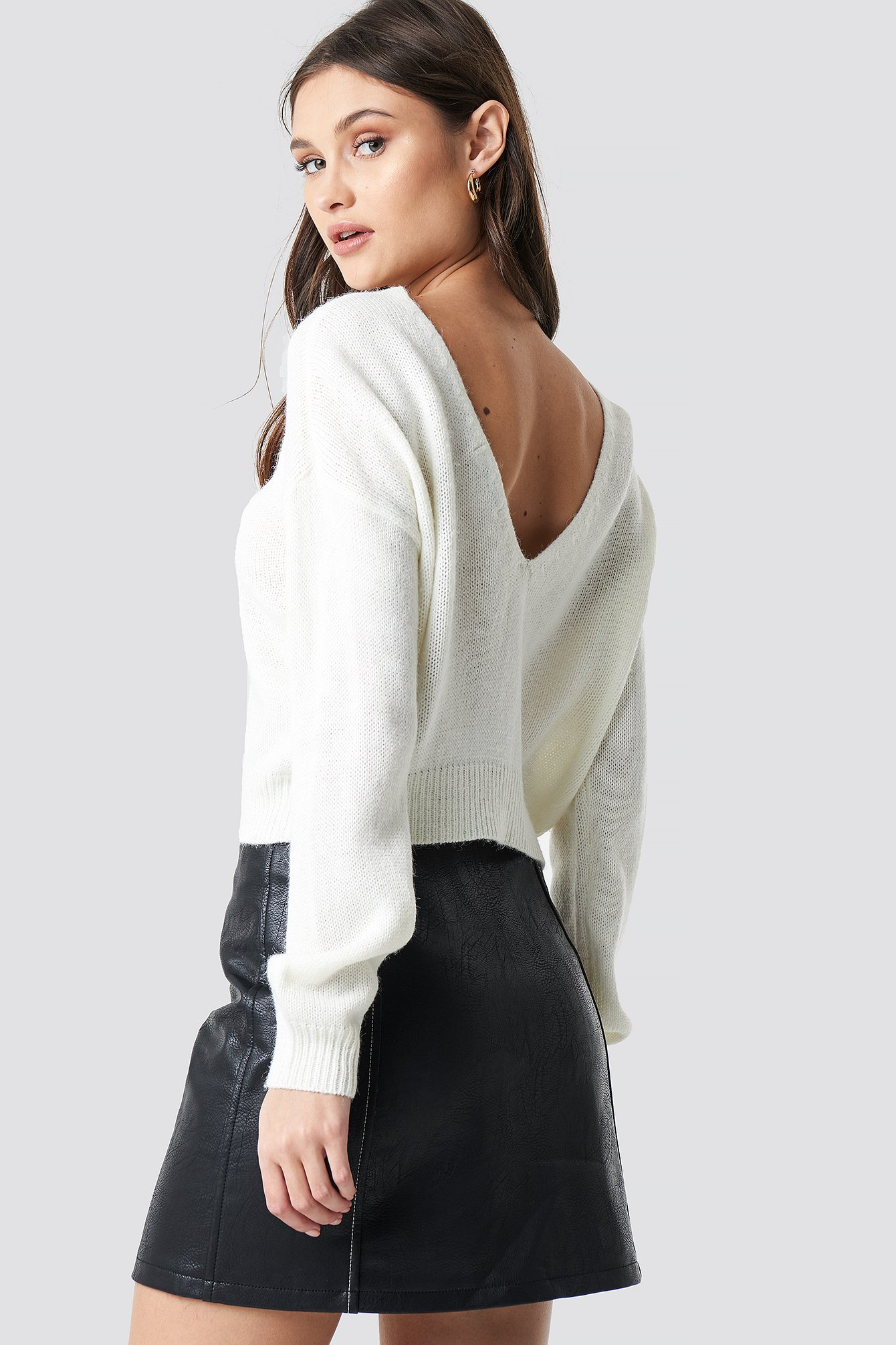 V-neck Back Cropped Knitted Sweater NA-KD.COM