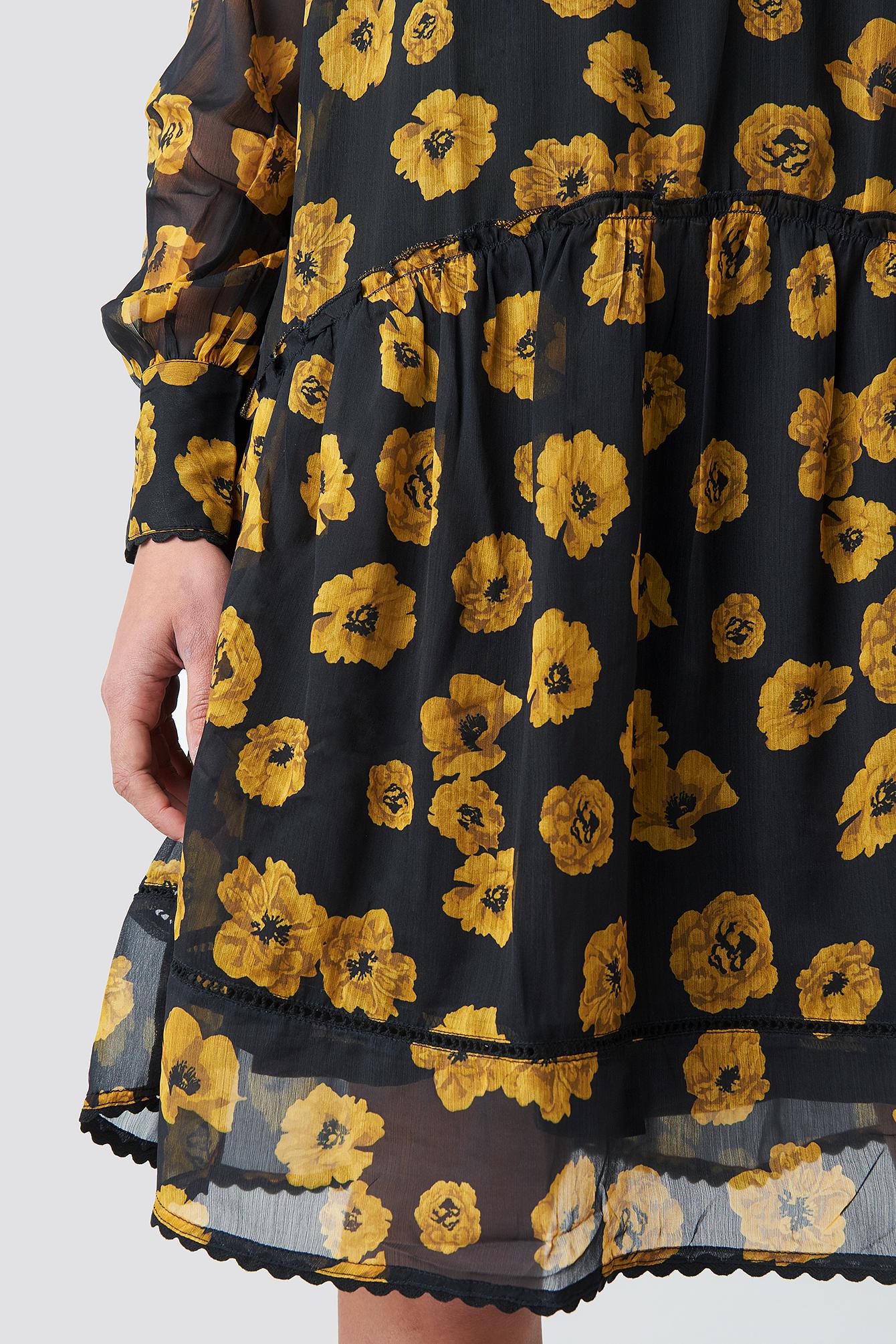 V-Neck Flowy Chiffon Dress NA-KD.COM