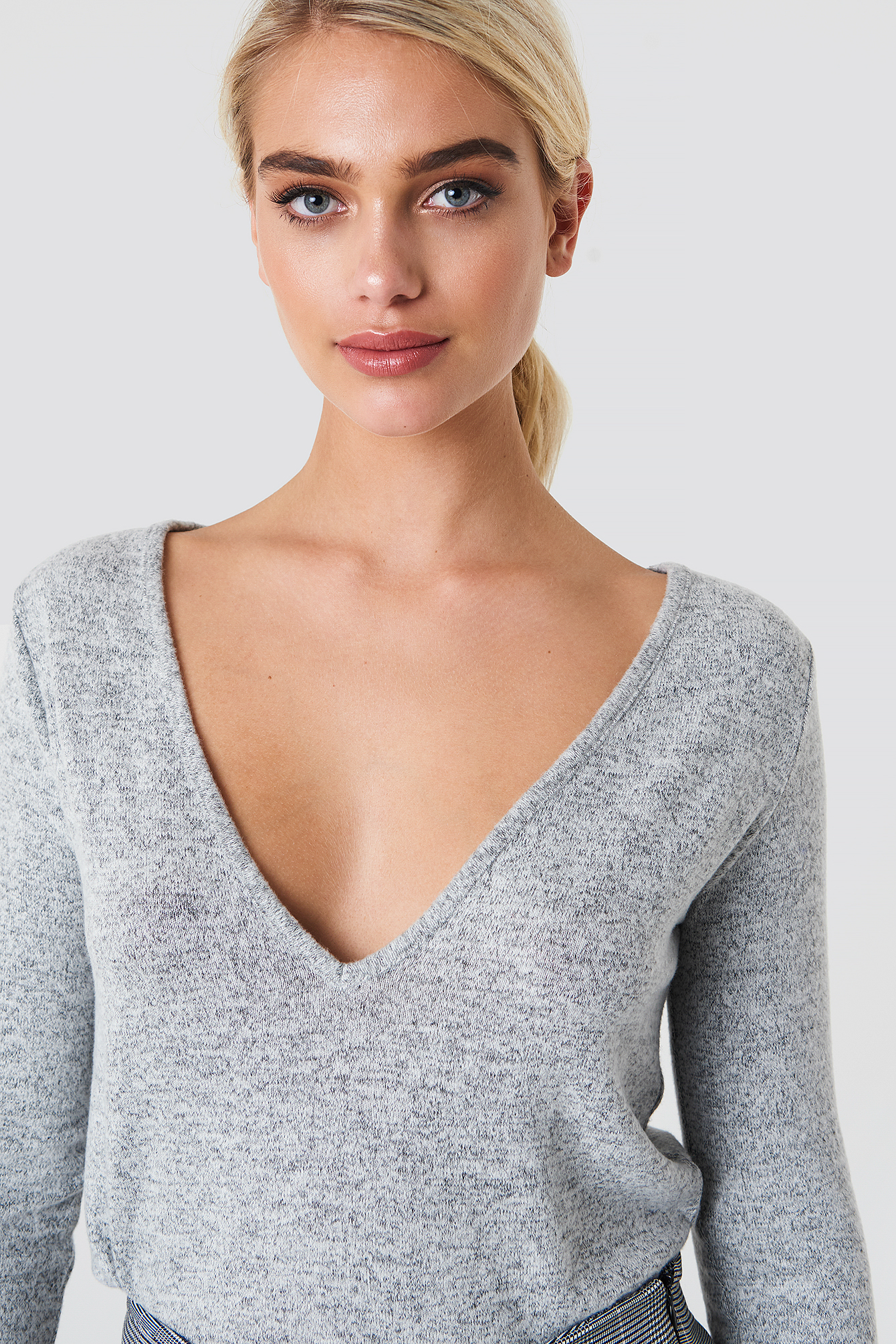 V-neck LS Knitted Sweater NA-KD.COM
