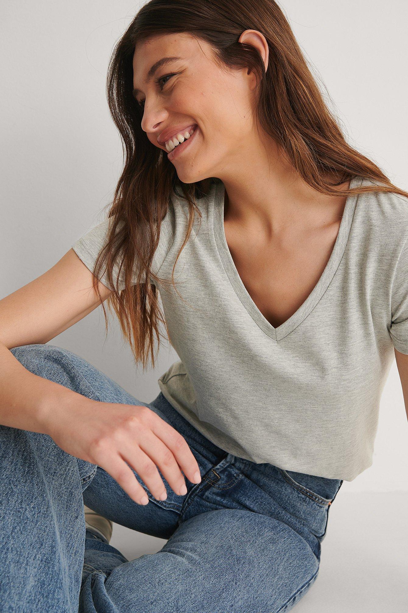 na-kd basic -  Organisch T-Shirt Mit V-Ausschnitt Aus Bio-Baumwolle - Grey