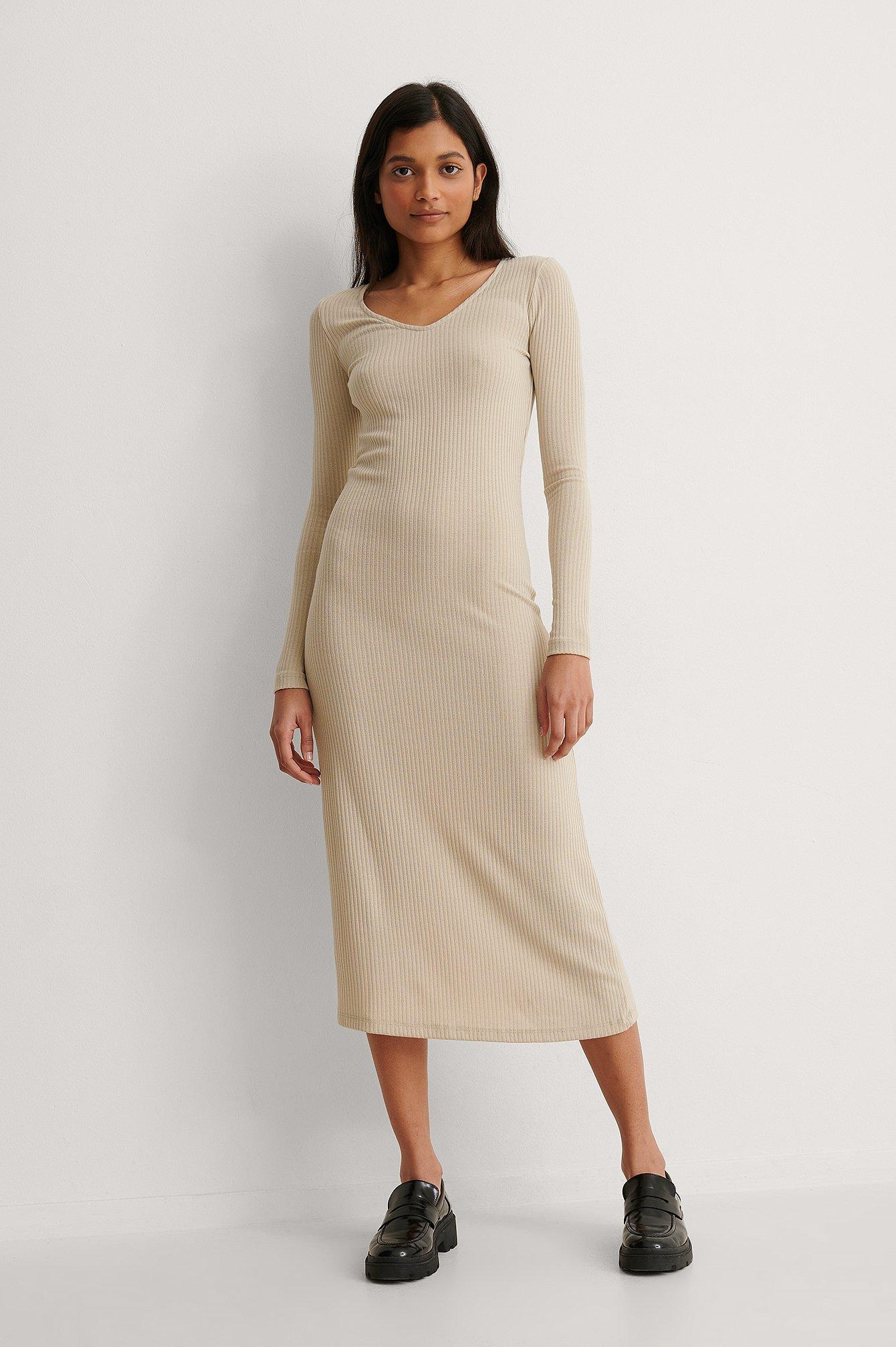 na-kd basic -  V-Ausschnitt Geripptes Kleid - Beige