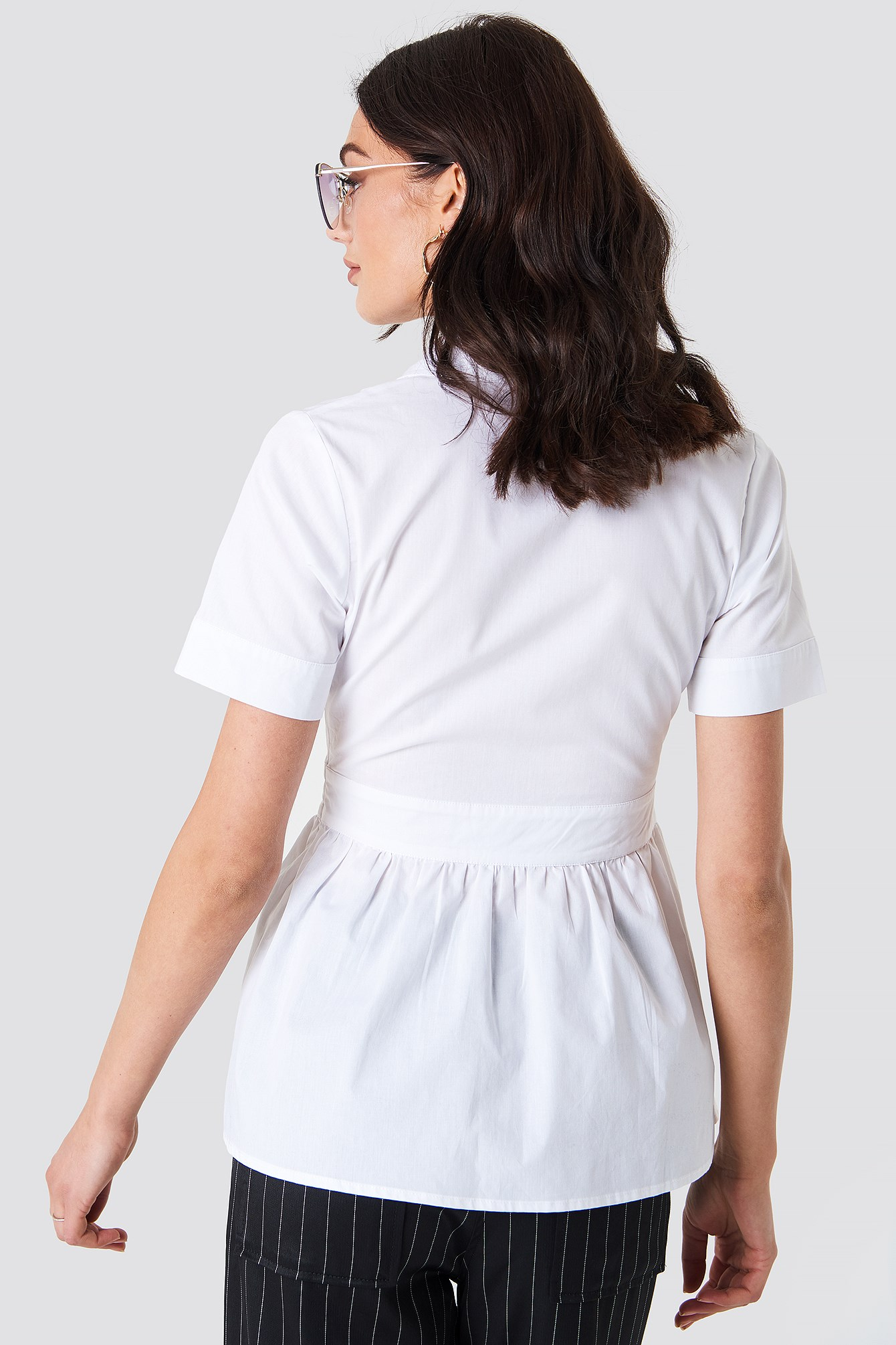 V-Neck Short Sleeve Shirt NA-KD.COM