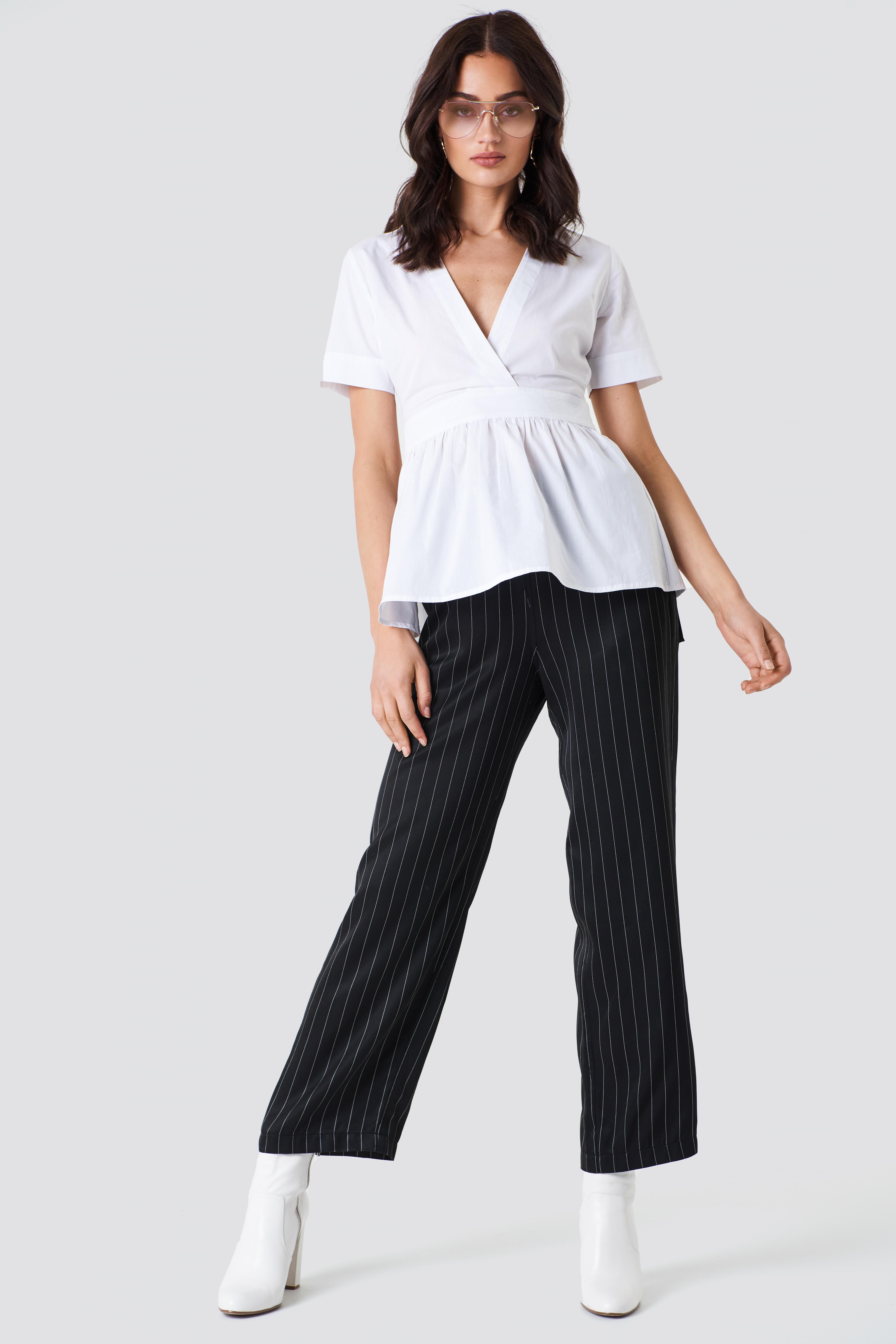 V-Neck Short Sleeve Shirt NA-KD.COM