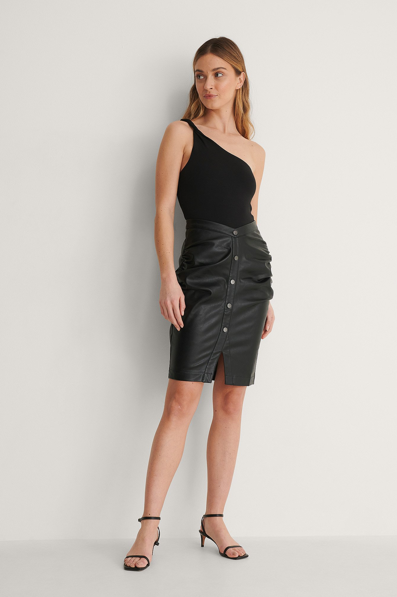 curated styles -  Pu-Rock - Black