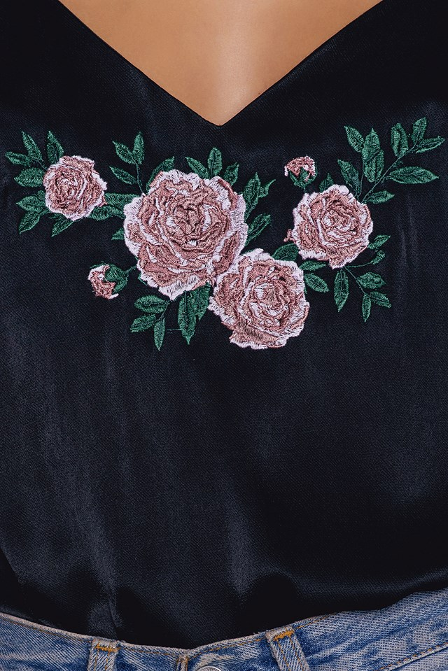 V-neck Embroidery Singlet NA-KD.COM