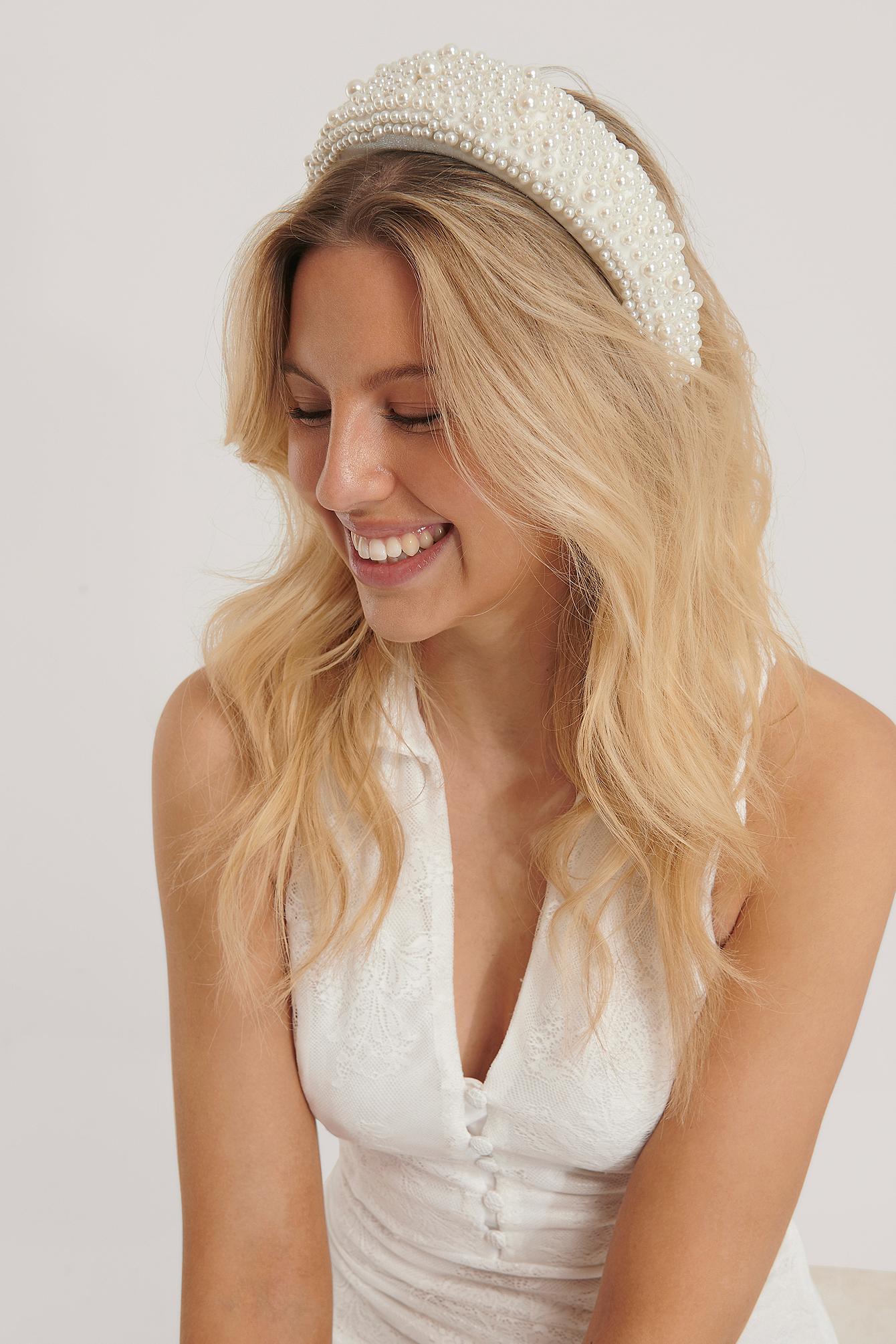 na-kd accessories -  Vintage Perlen-Haarreif - White
