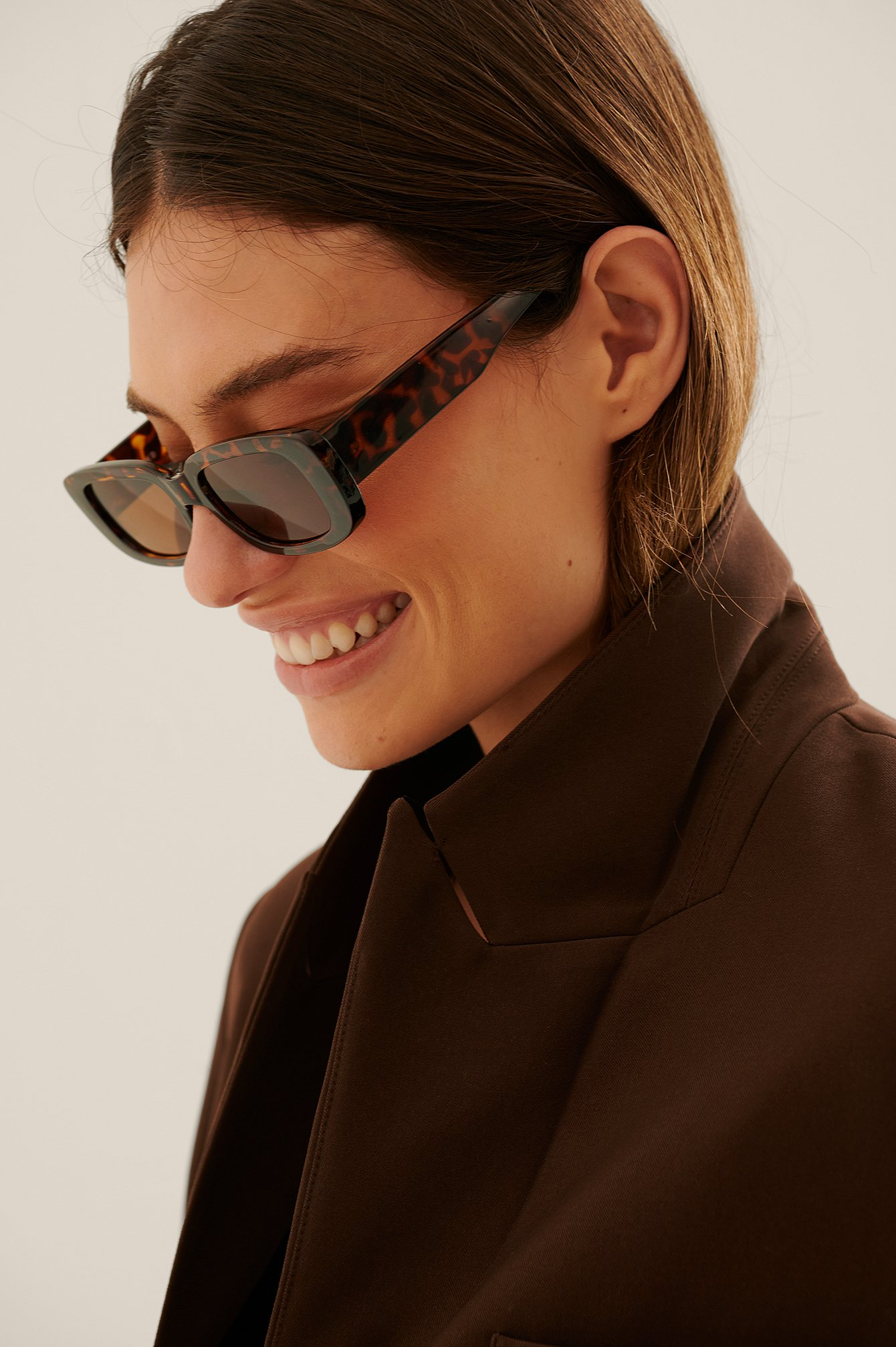 na-kd accessories -  Sonnenbrille Mit Breitem Retro-Brillengestell - Brown