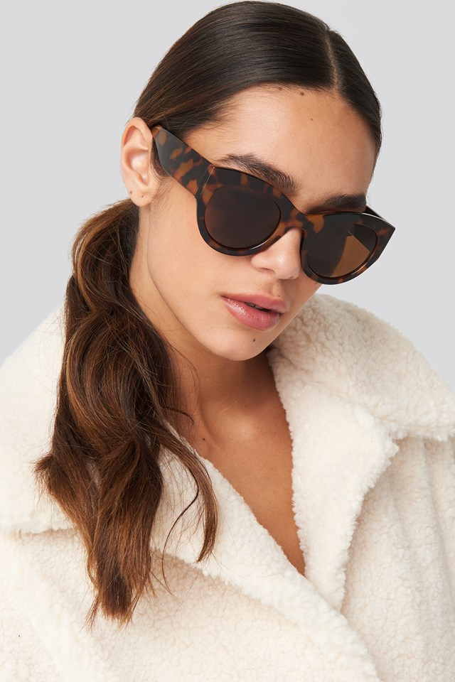 Wide Temple Cateye Sunglasses Tortoise