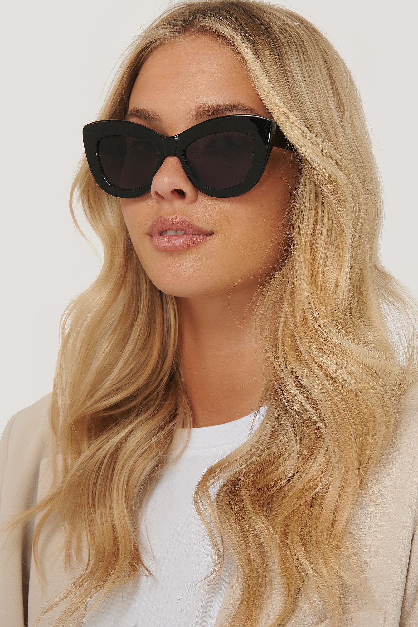 na-kd accessories -  Übergroße Abgerundete Katzenaugen-Sonnenbrille - Black