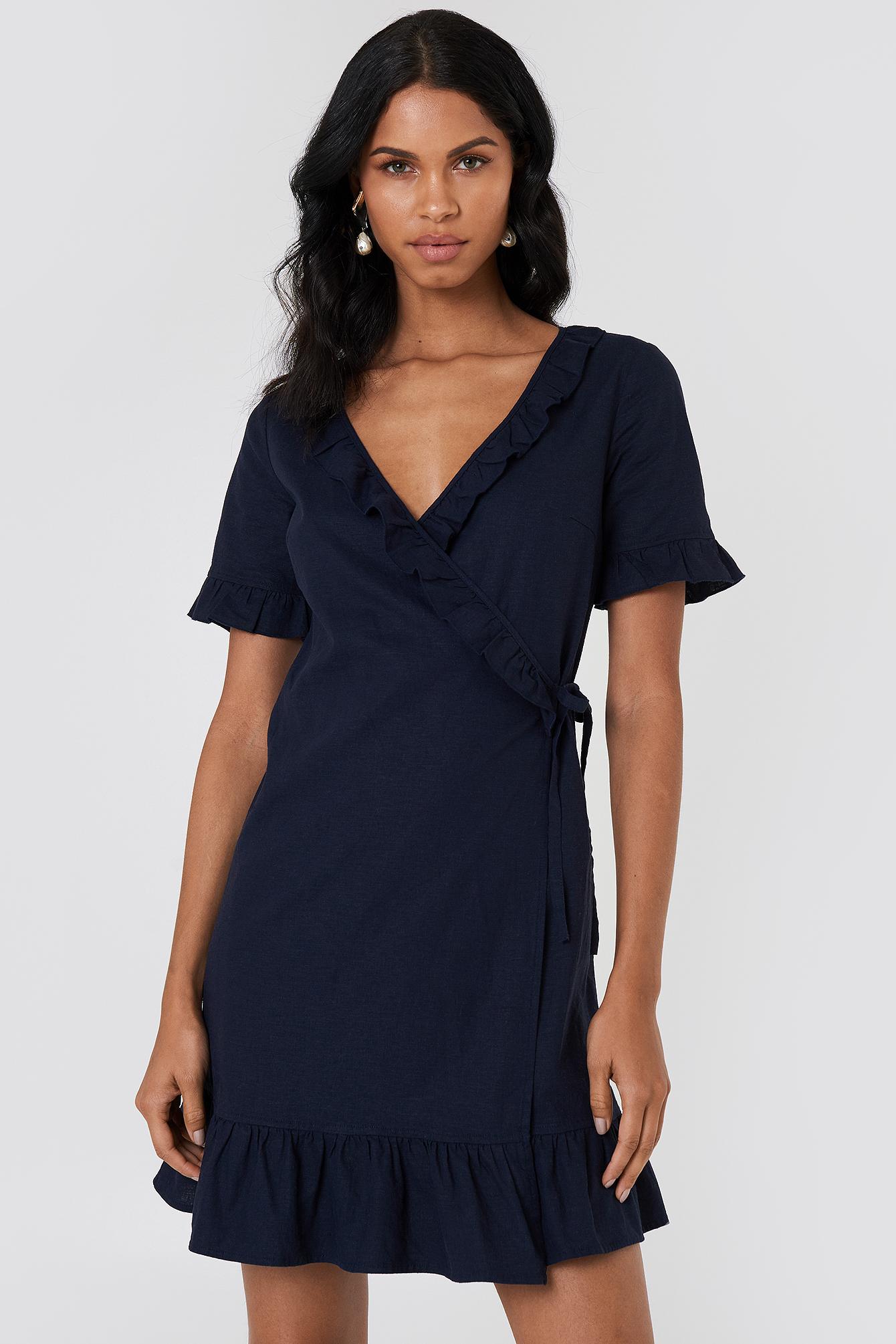 Lniana sukienka kopertowa NA-KD.COM