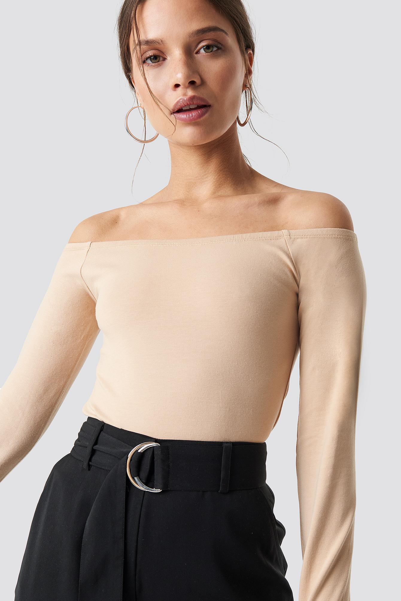iva nikolina x na-kd -  Basic Off Shoulder Top - Beige