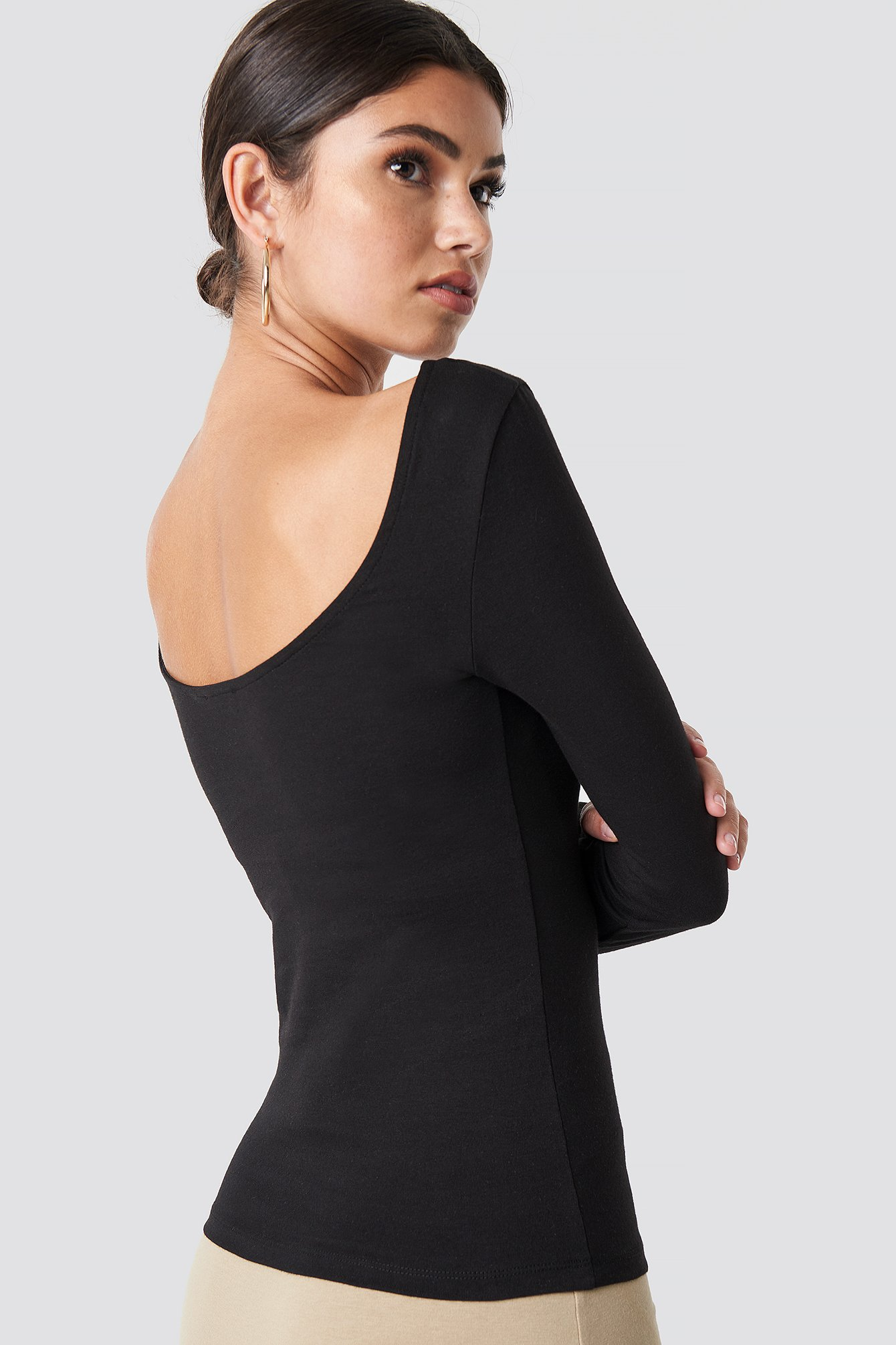 Deep Round Neck Top NA-KD.COM