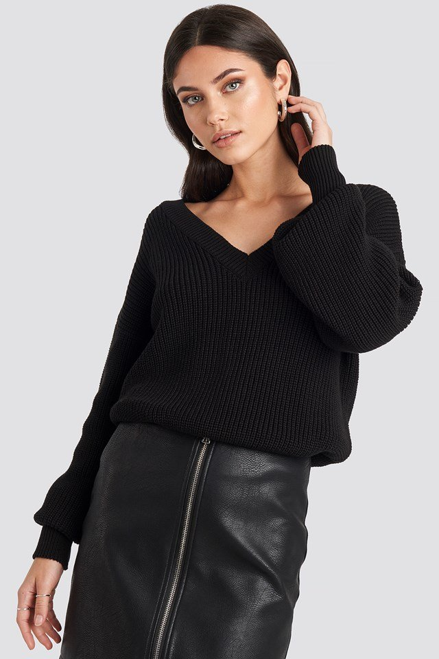 Oversized V-neck Knitted Sweater Black