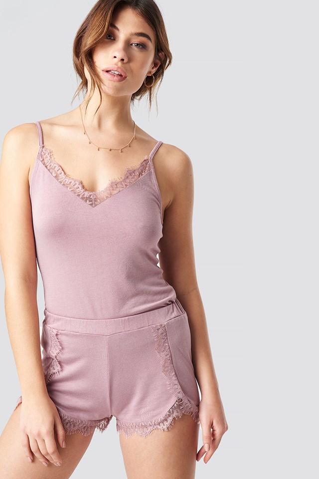 Overlapped Lace Detailed Shorts Pamela x NA-KD
