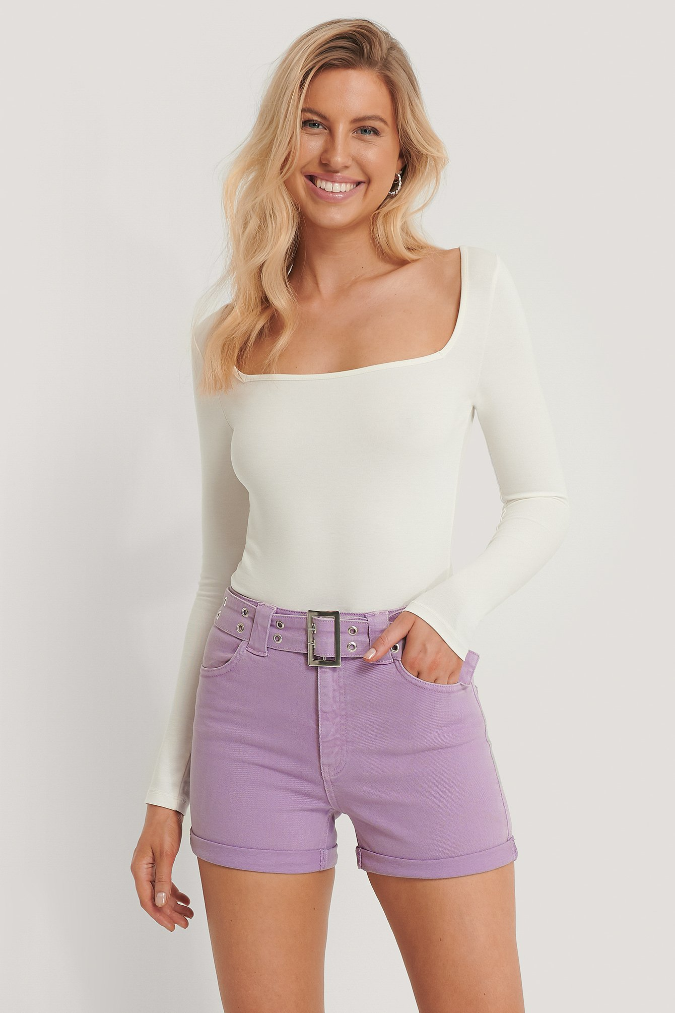 pamela x na-kd reborn -  Organisch Jeans-Shorts Mit Gürtel - Purple