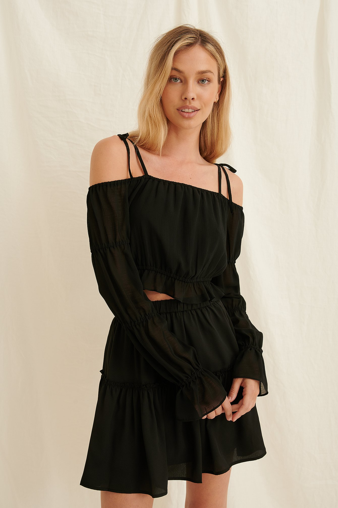 Black Recycled Off Shoulder-blus
