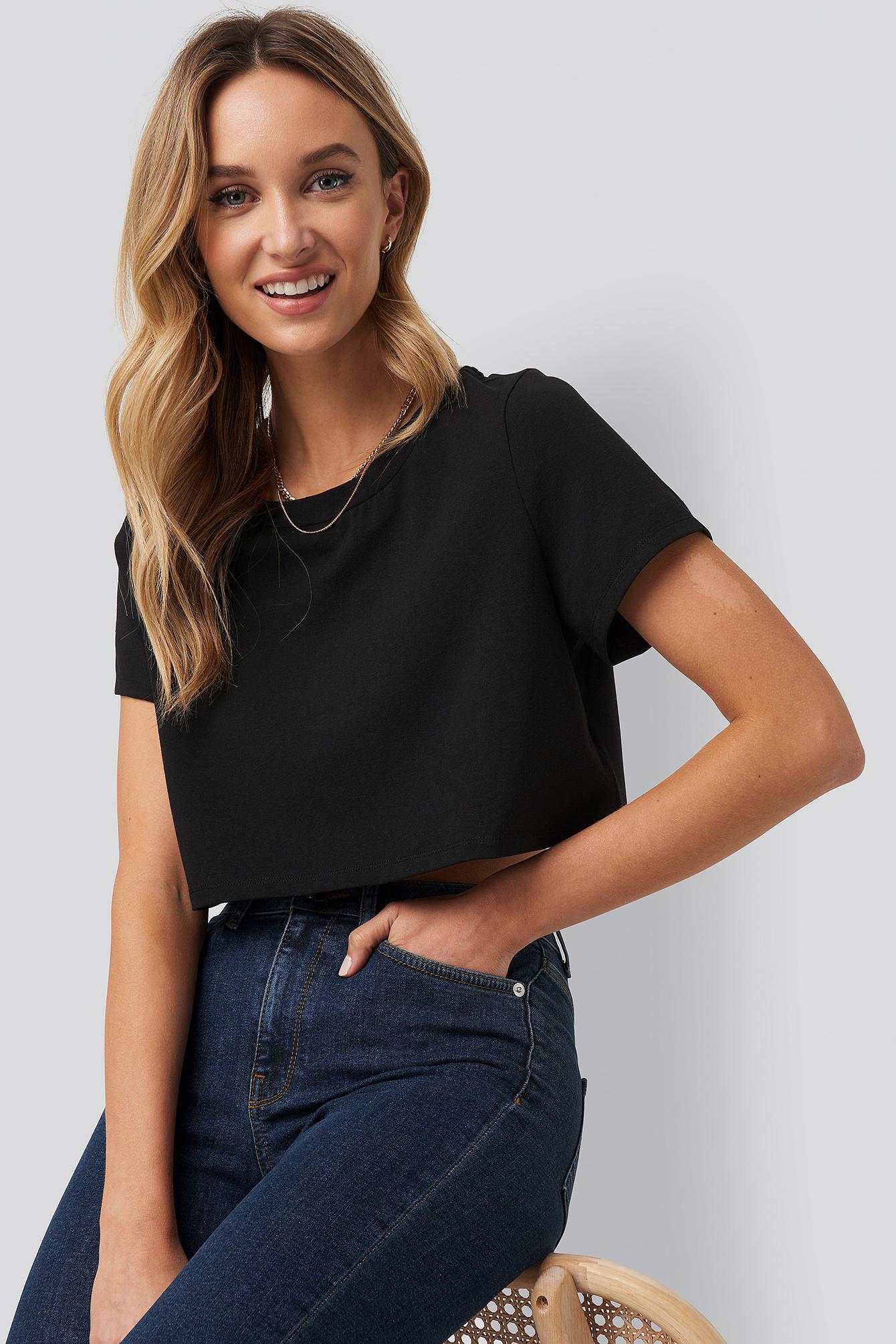 Pamela x NA-KD Reborn Crop T-Shirt Med Rå Hem - Black