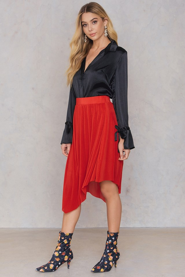 Plisse Asymmetric Skirt Red
