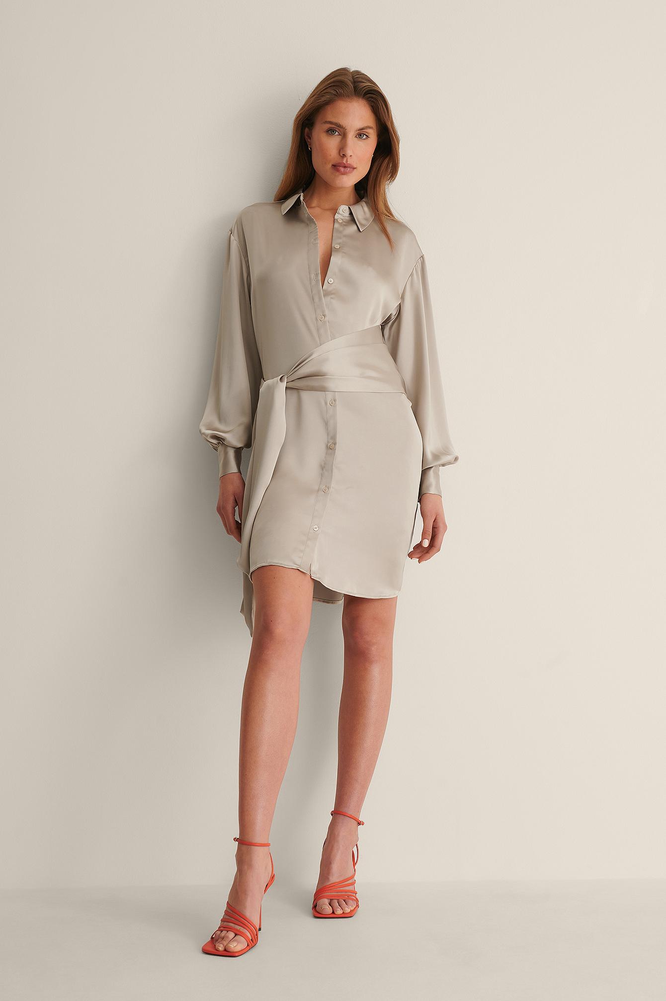 curated styles -  Aus Satin Hemdkleid Mit Knoten VorneRecycelt Hemdkleid Mit Knoten Vorne - Beige