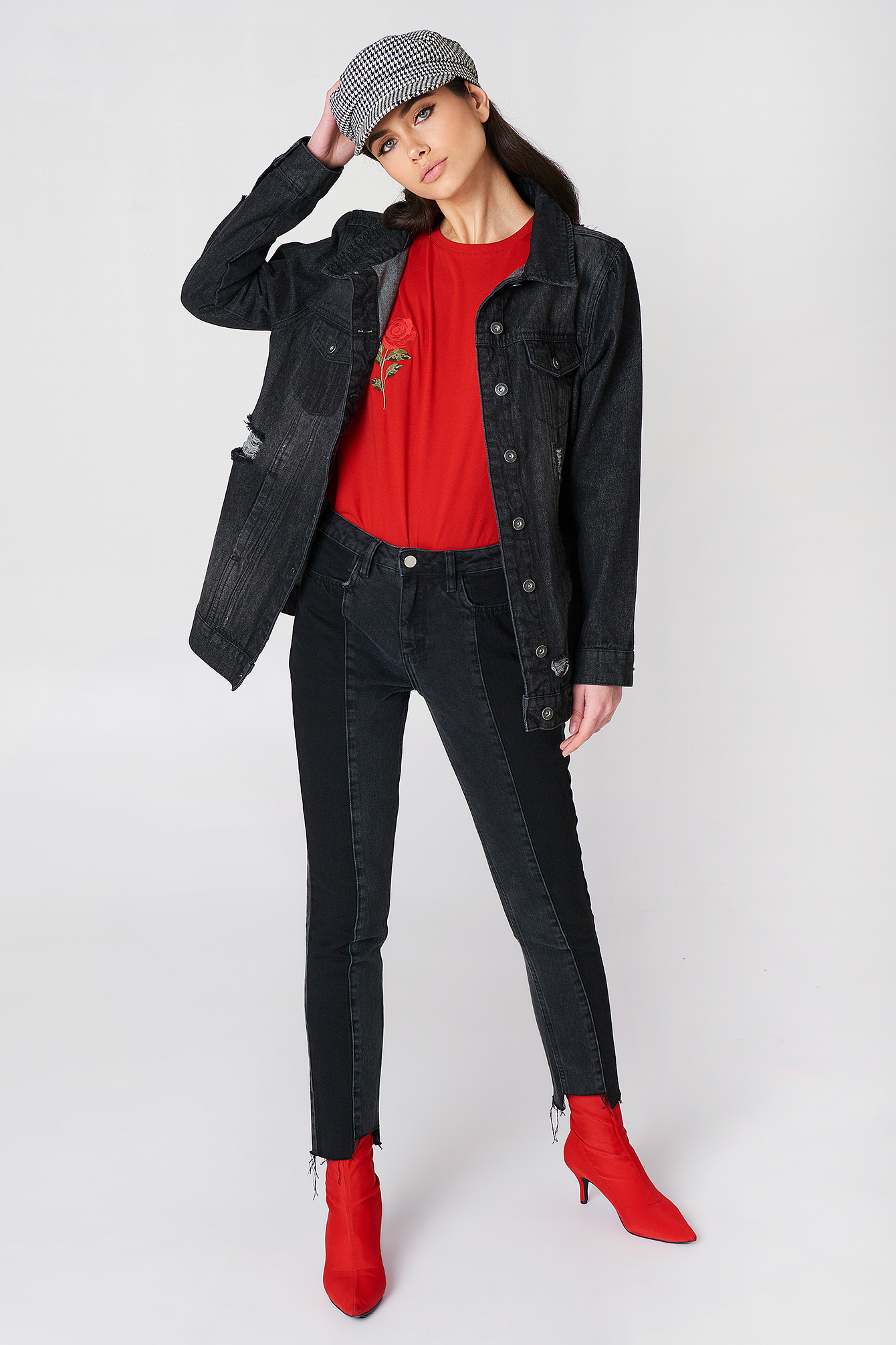 Długa czarna kurtka jeansowa NA-KD.COM