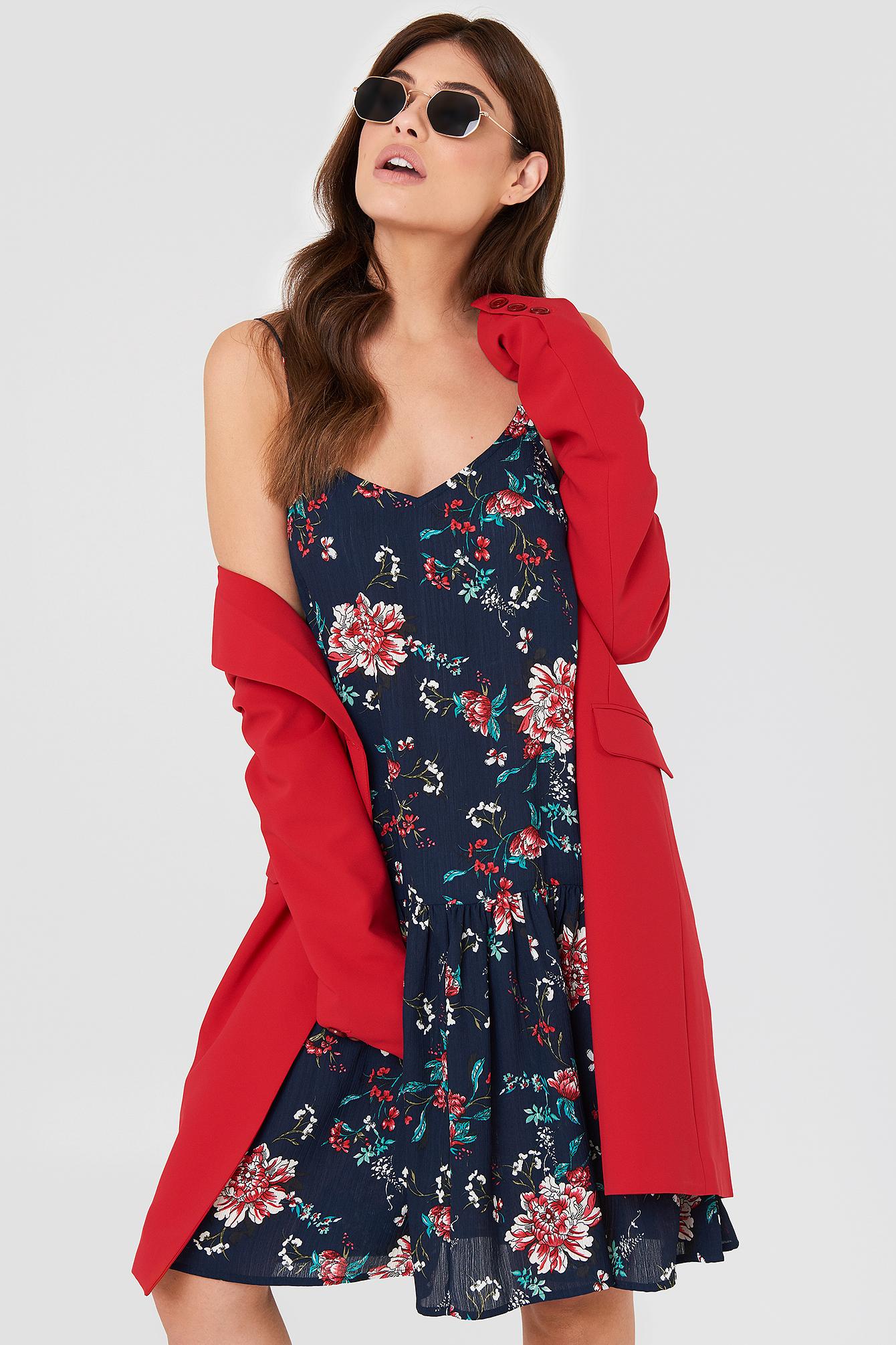 Sukienka z obniżoną talię Fatima NA-KD.COM