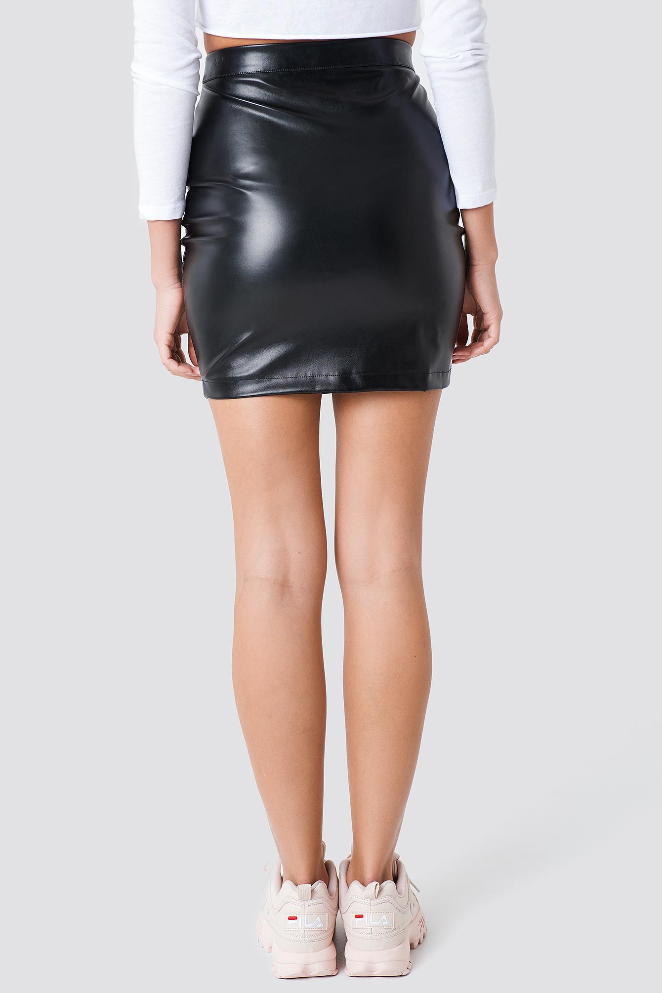 Lakierowana spódnica Kelly NA-KD.COM