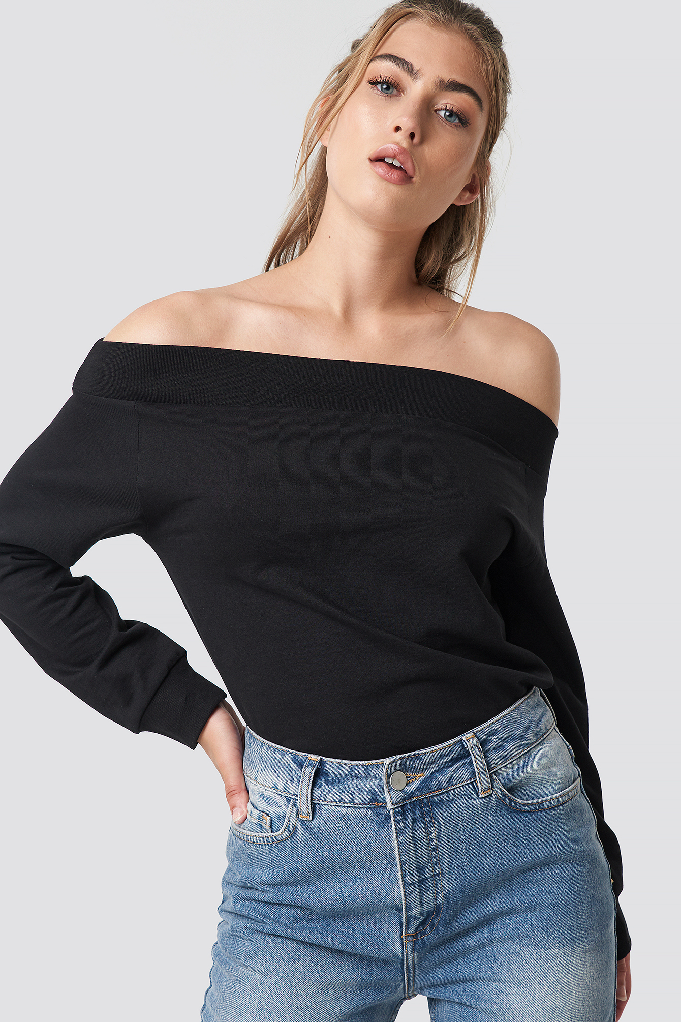 rut&circle -  Off Shoulder Sweatshirt - Black