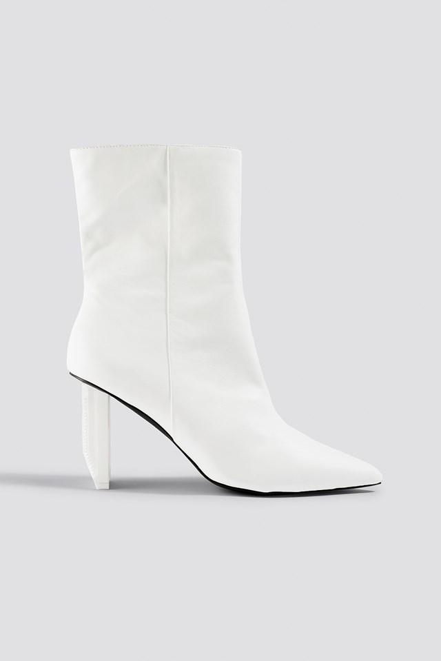 Asymmetric Heel Boots Sahara Ray x NA-KD