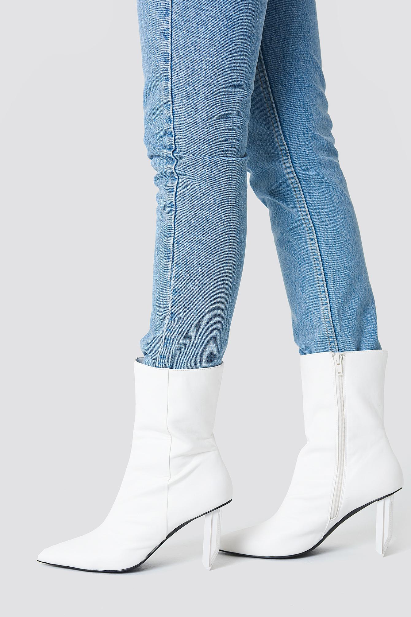 NA-KD Asymmetric Heel Boots Livraison Gratuite En Édition Limitée Sites En Ligne Pas Cher uYaLFb6