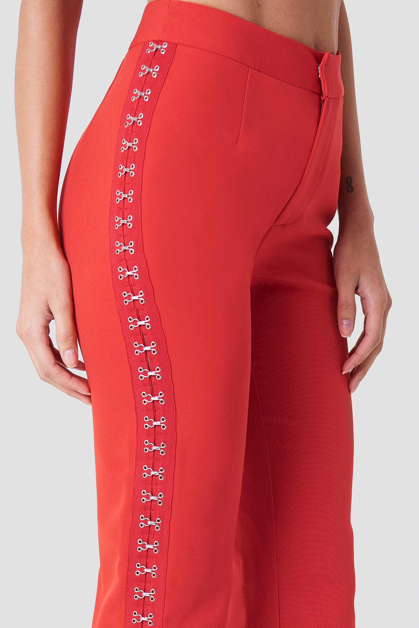 Spodnie z haftkami NA-KD.COM
