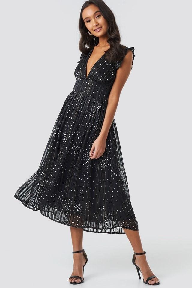Sleeveless Waistband V-Neck Dress Black Outfit