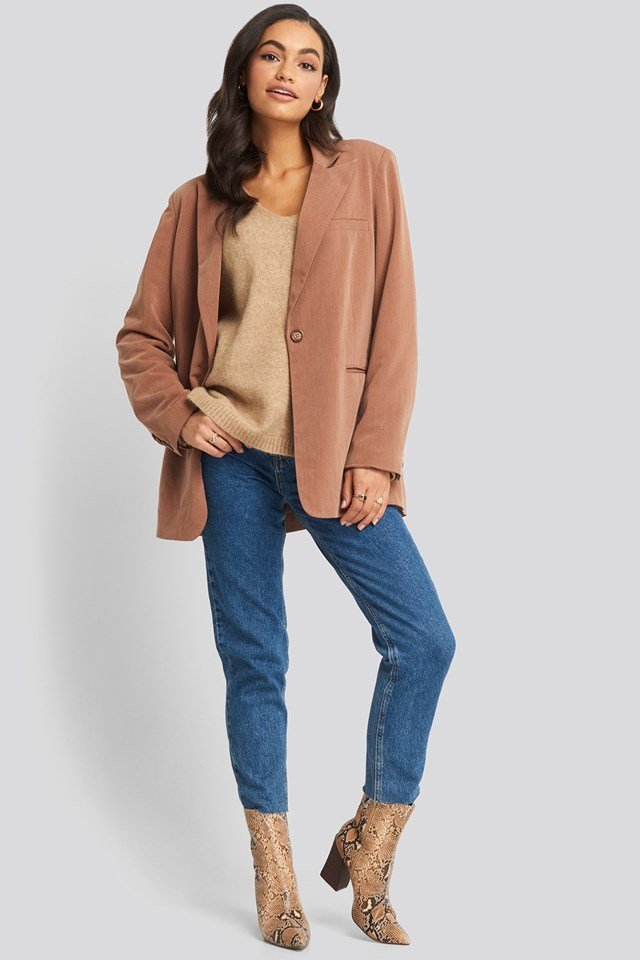 Alpaca Knitted V-Neck Sweater Beige Outfit