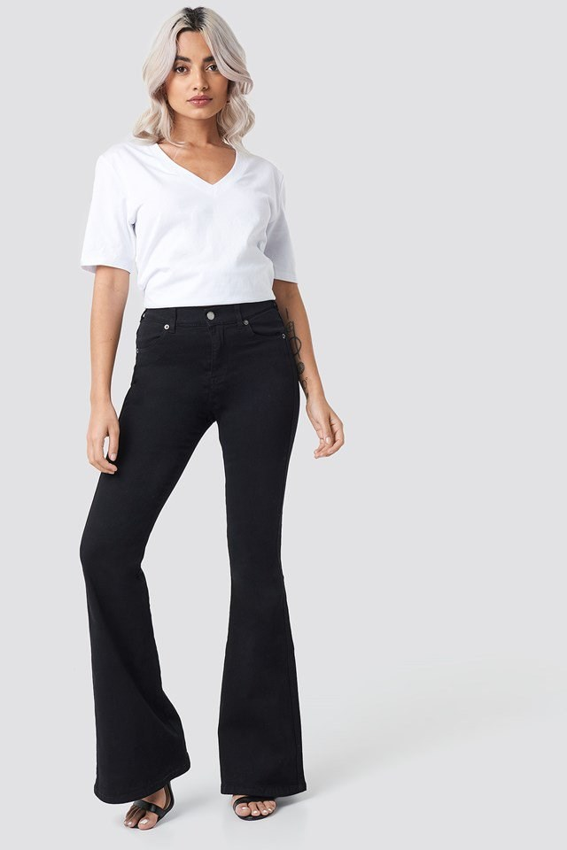 Macy Flared Jeans Black Outfit