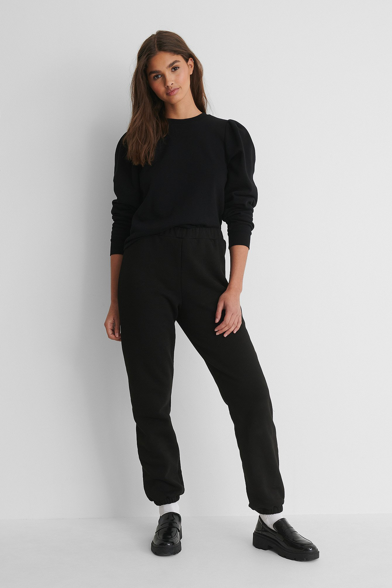 Puff Sleeved Sweatshirt Outfit.