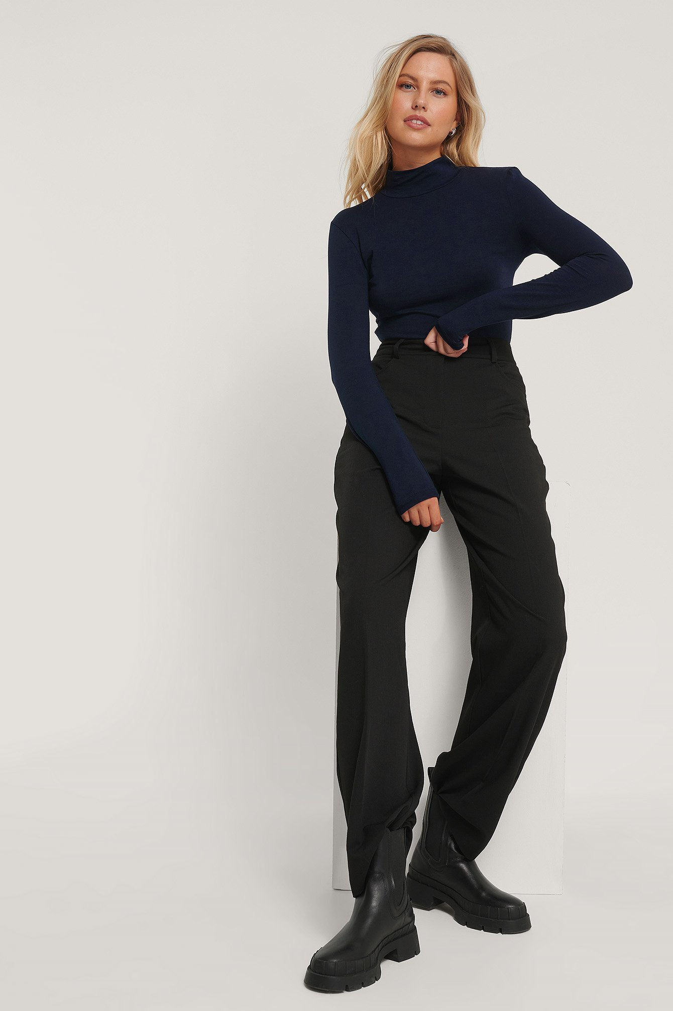 Vertical Collar Body Outfit.