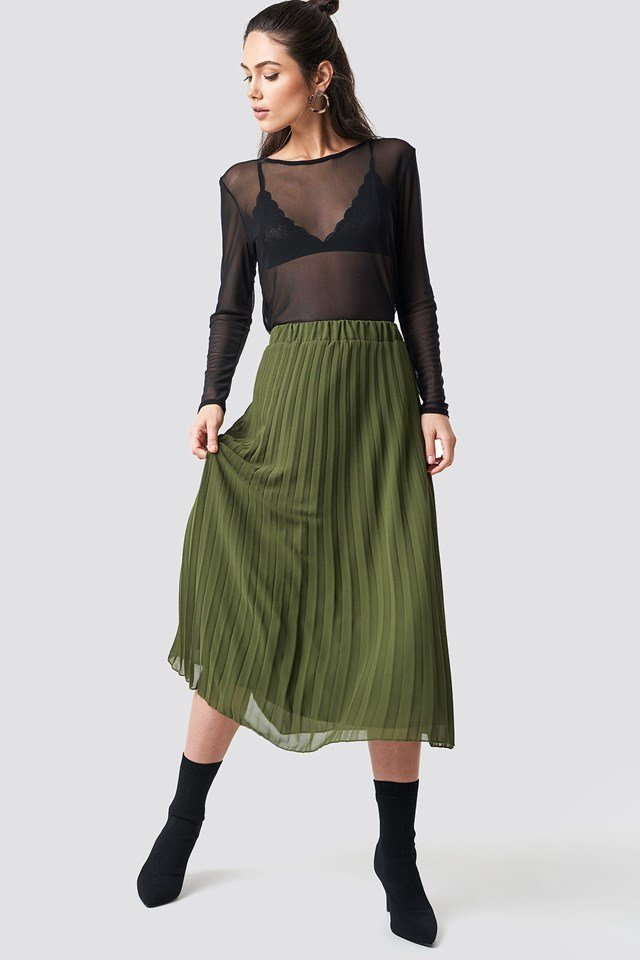 Midi Length Pleated Skirt Outfit.