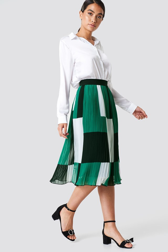 Long skirt pleated