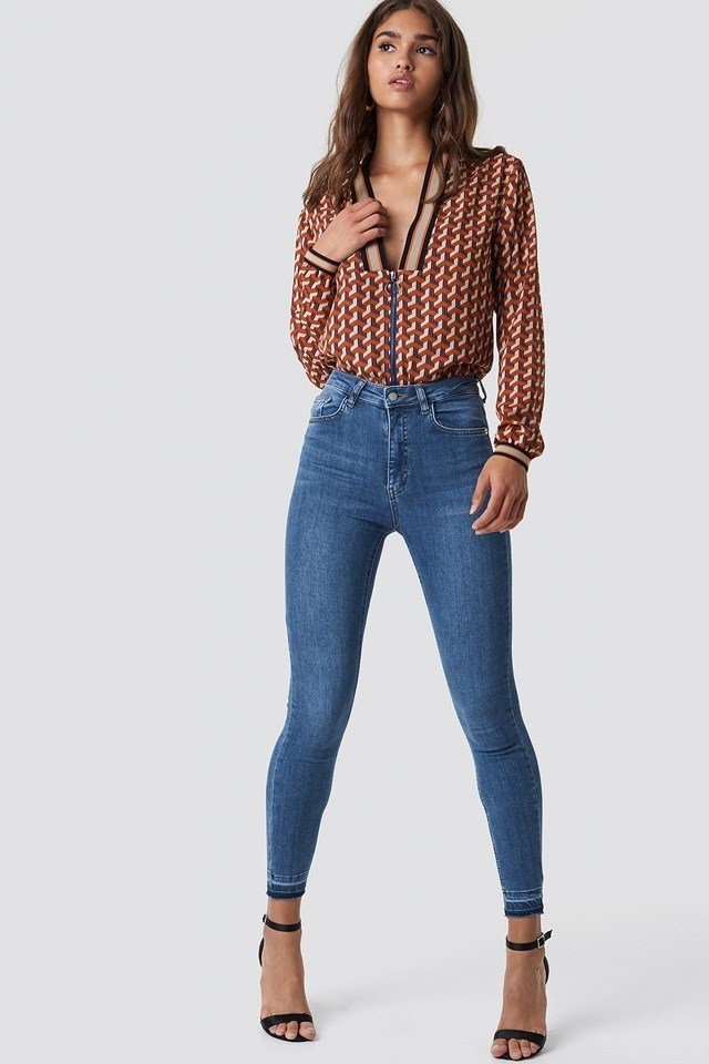 Skinny Jeans with Colorful Top Outfit.