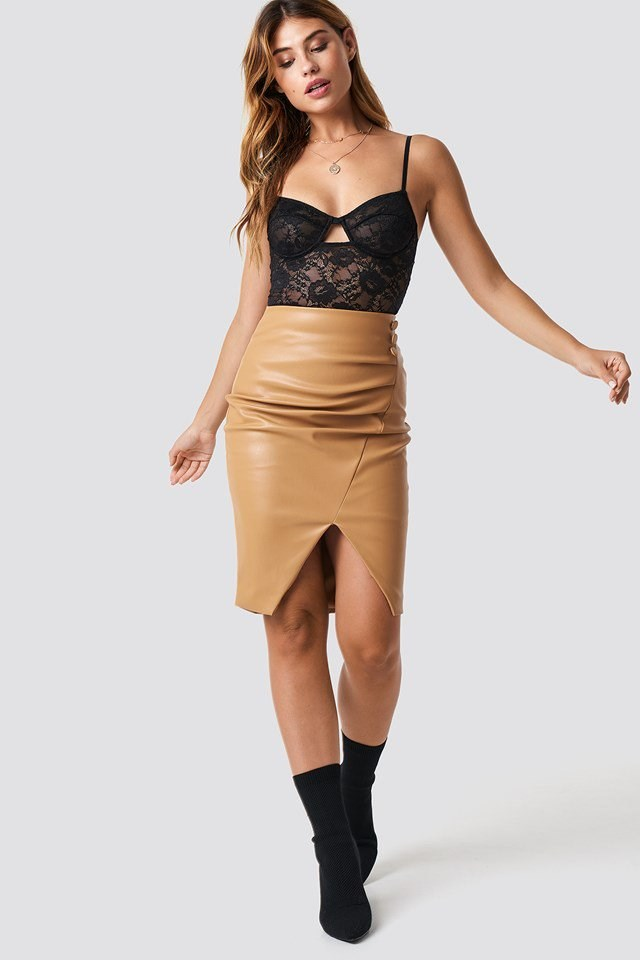 Cut Out Lace Singlet X Skirt Outfit