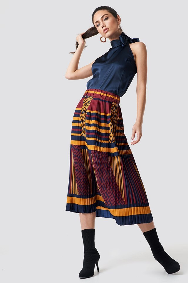 Sleeveless Knotted Neck X Skirt Outfit