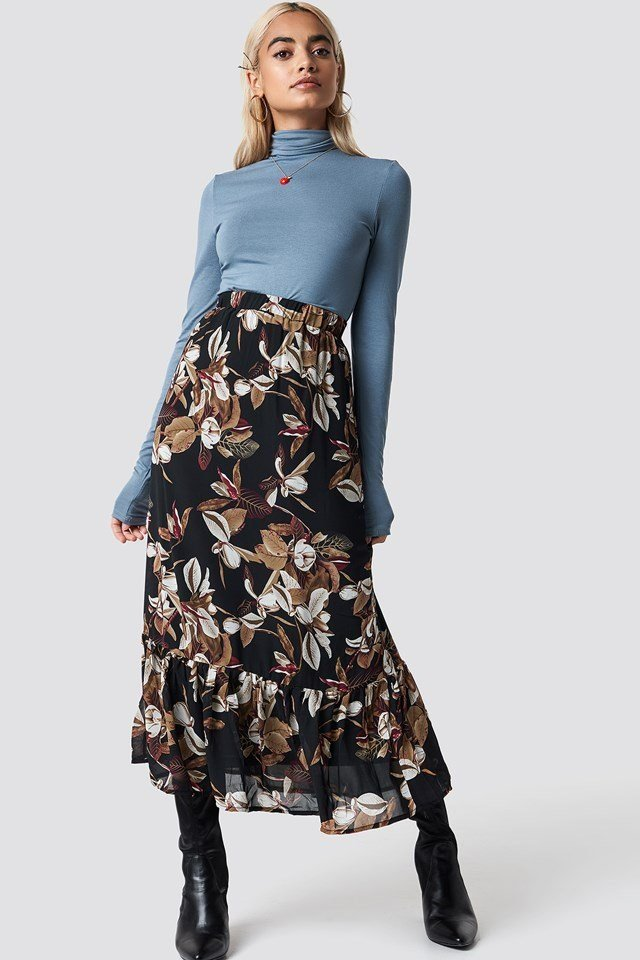 Blue Schemed Floral Skirt Outfit