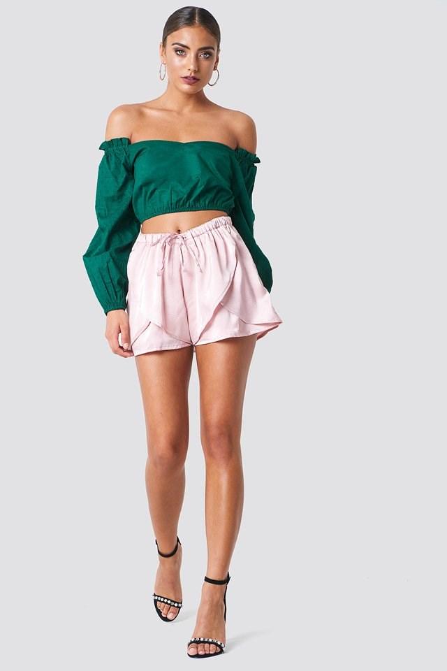 Off Shoulder Crop Top & Shorts Style