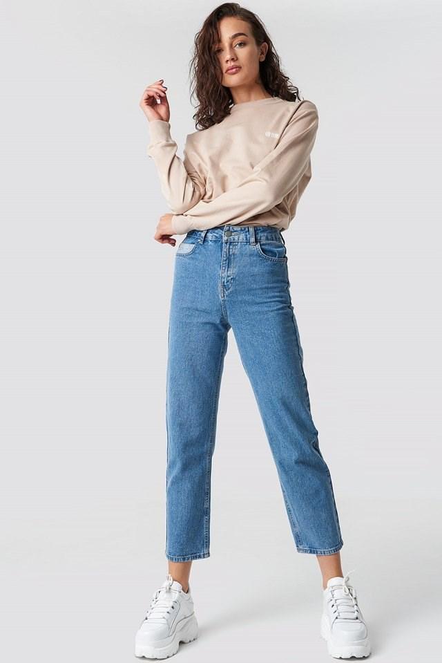 Astrid Olsen's @me sweatshirt outfit