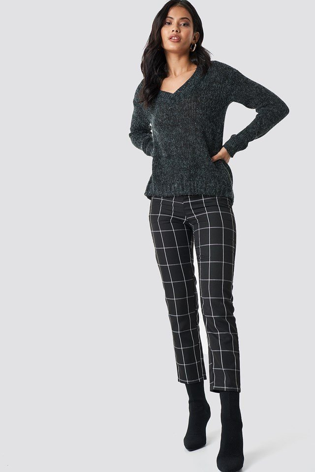 Cozy Emma V-neck knit outfit