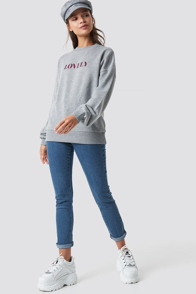 Lovely Sweatshirt Outfit