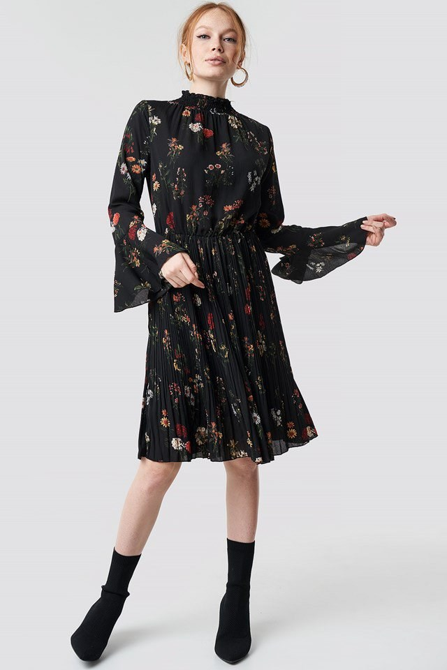 Simple Black Flower Dress Outfit