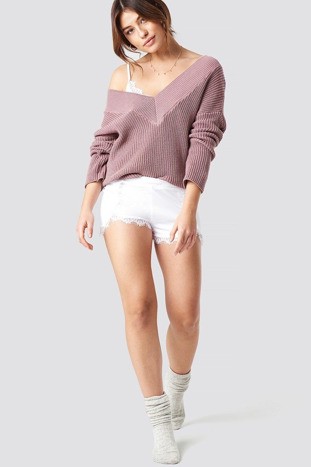 V-neck knitted sweater outfit