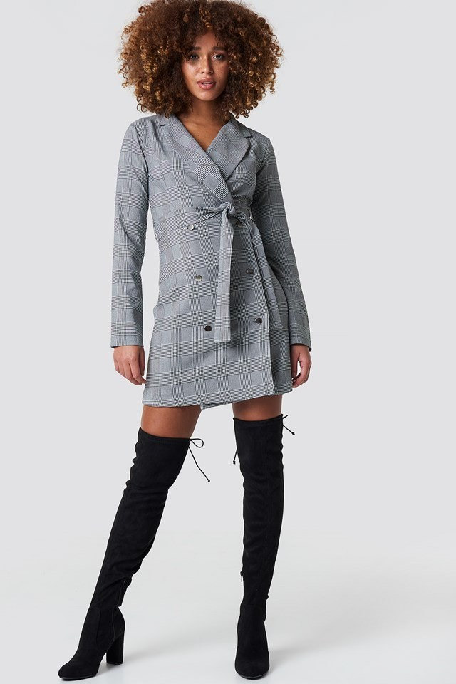 Overknee boot outfit.