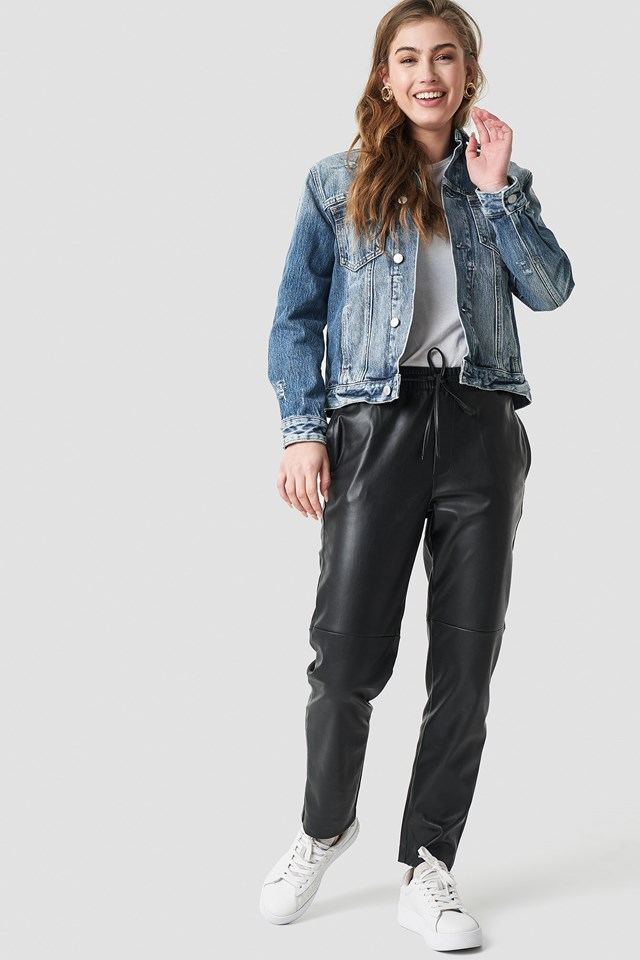 Trucker jacket outfit.