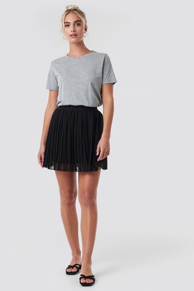 Mini Pleated Skirt Black Outfit